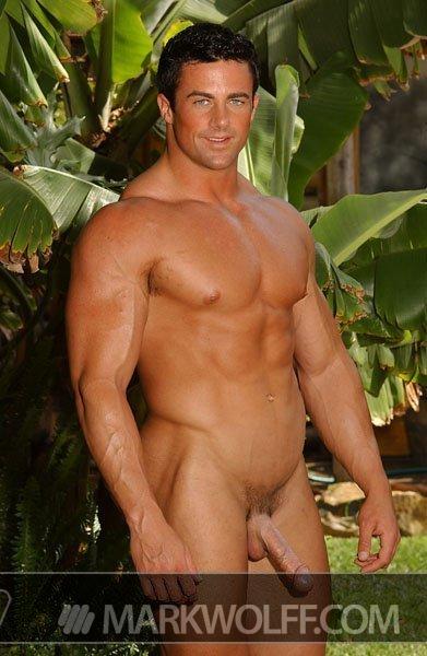 golie-muskulistie-krasivie-parni